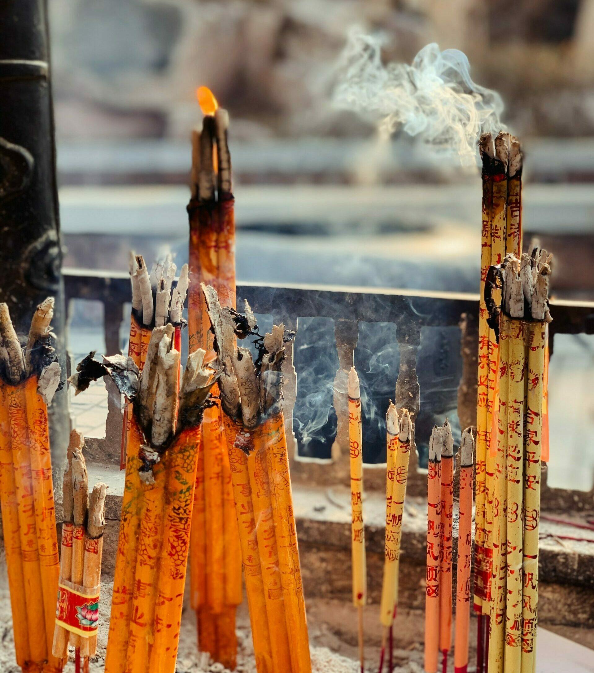 Chinese Uitvaart. Het branden van Wierook